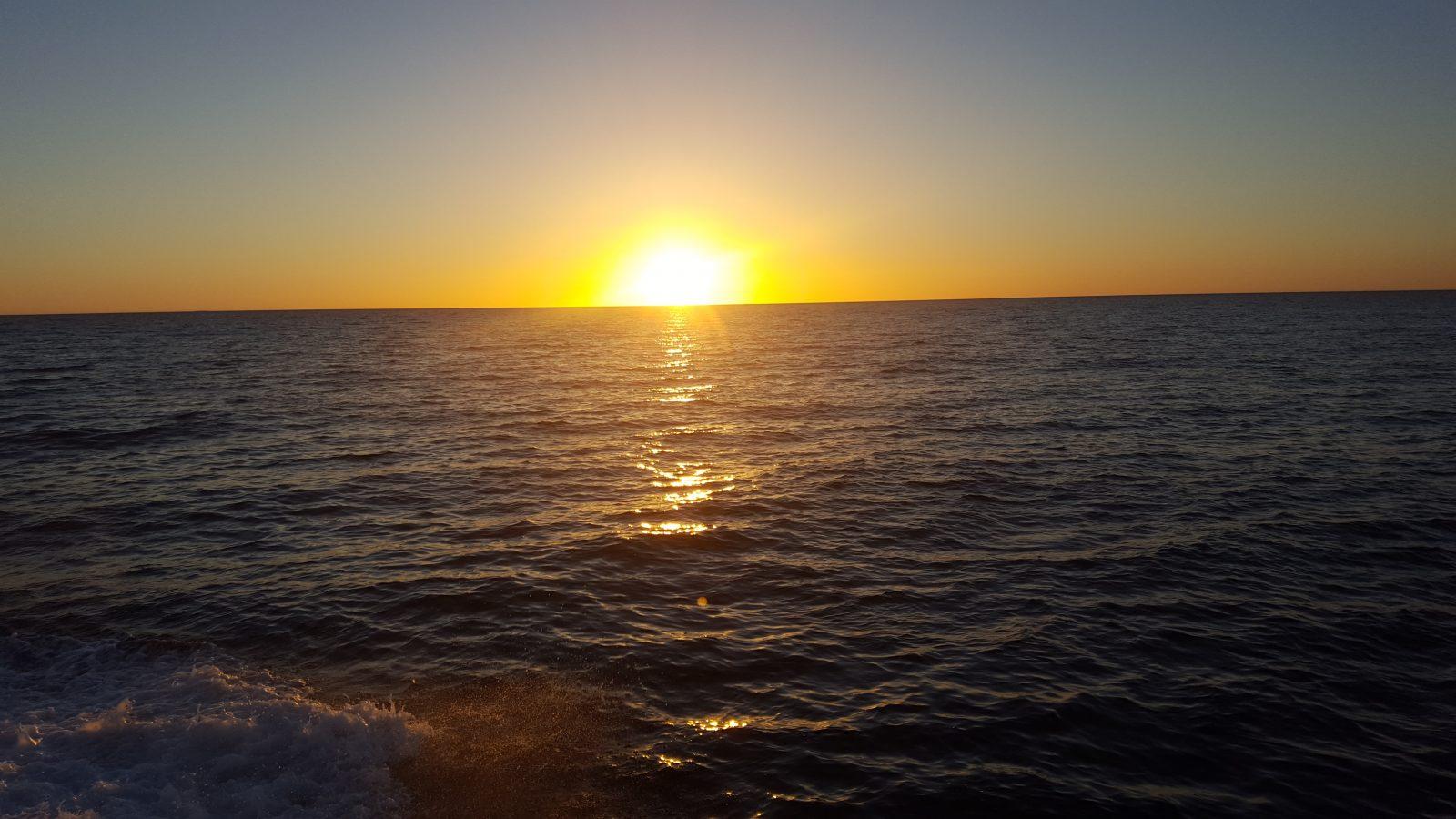 Océan lever soleil