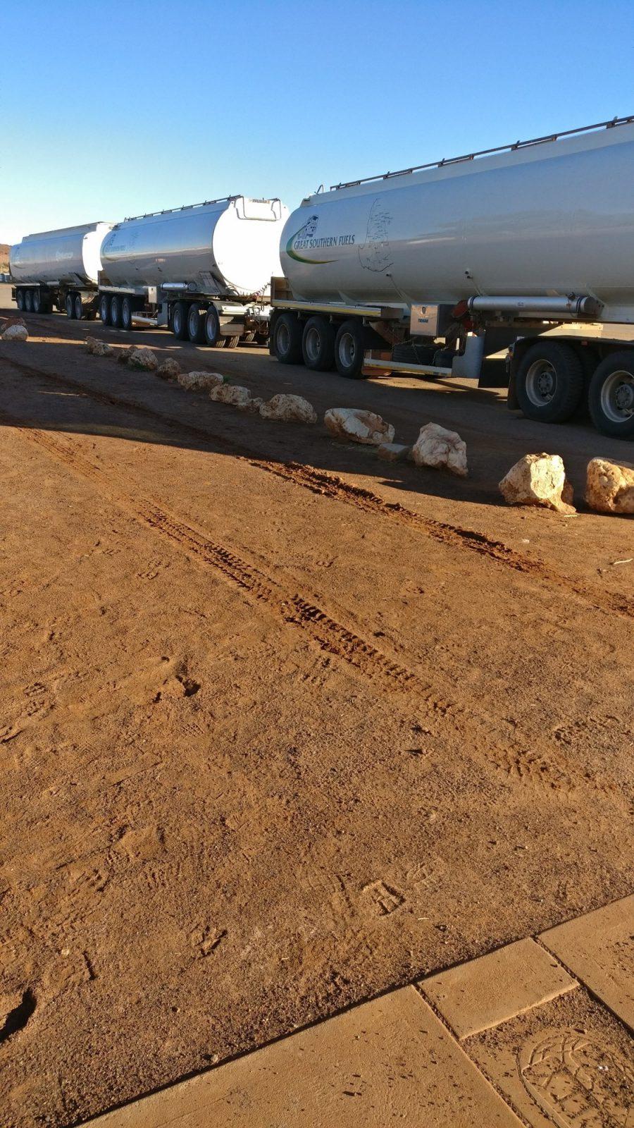 Camions route désert